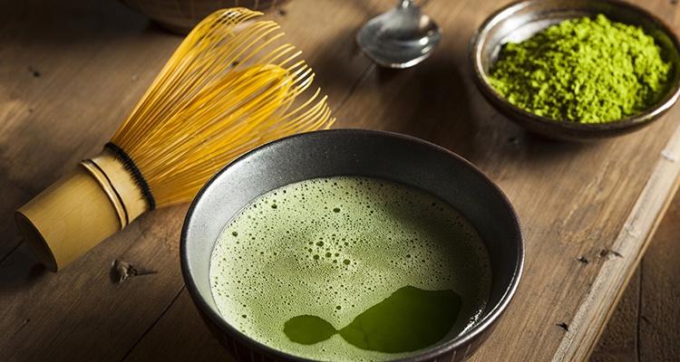 Uống bột trà xanh mỗi ngày nhưng uống với lượng vừa đủ để đảm bảo sức khỏe