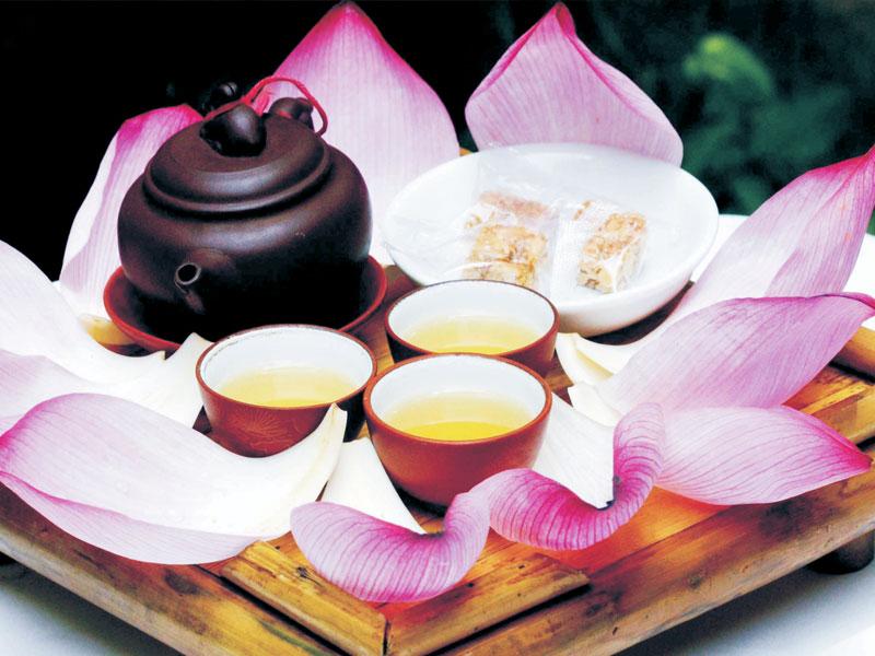 Sắc nước trà sen Tây Hồ