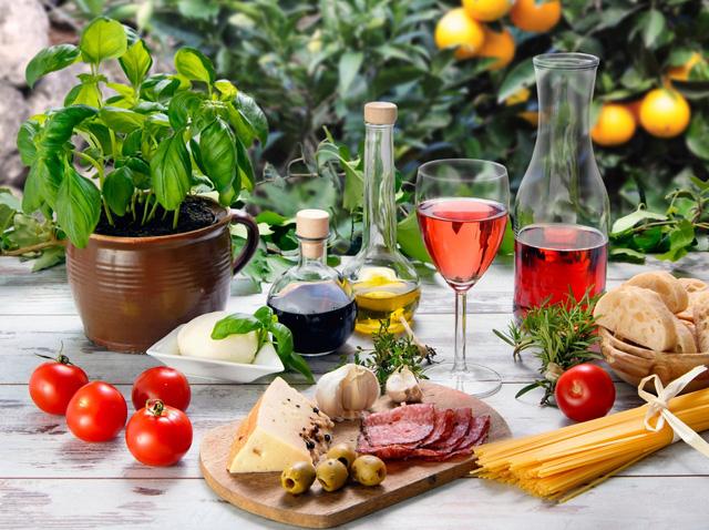 Bữa ăn của người châu Âu hiếm khi thiếu một ly vang đỏ.