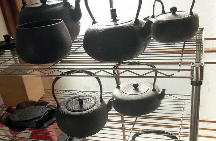 Các đồ dùng được đúc bằng sắt của nhà Koizumi Nizaemon