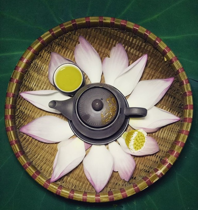 Giá cho mỗi cân trà ướp hoa sen Tân Cương thượng hạng hiện dao động 7 - 10 triệu đồng/kg