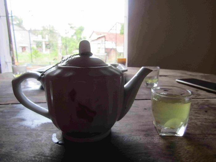 Trà Gò Loi chính hiệu phải là trà khi chế ra có màu vàng hơi đậm, vị chát tương đối dịu