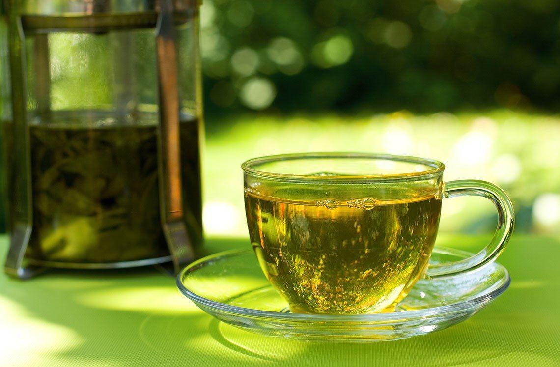 Trà xanh có tác dụng chống oxy hóa cao nhất, thành phần có nhiều chất catechin hơn so với trà đen hay trà ô long, ngoài ra một số chất khoáng và vitamin có trong trà xanh giúp làm tăng cường thêm nữa khả năng chống oxy hóa.