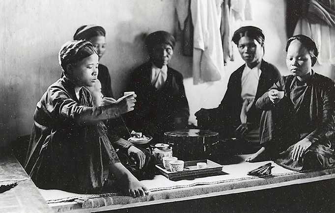 Một cảnh uống trà thời xưa