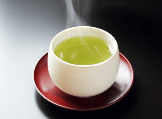 Chè đinh Thái Nguyên sau khi pha sẽ có màu nước vàng xanh đặc trưng