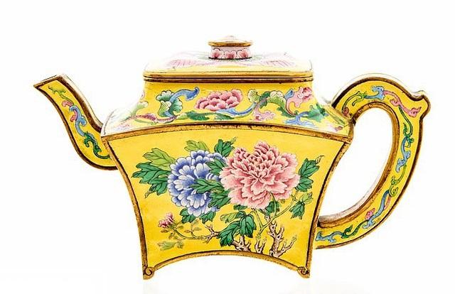 ấm trà cổ 250 năm của Trung Quốc